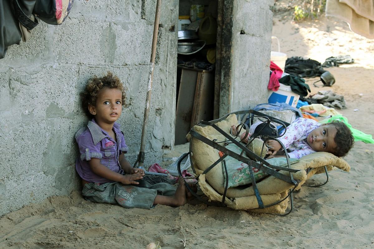 صورة موضوع عن الفقر , حرمان الشخص من احتياجاته الشخصيه