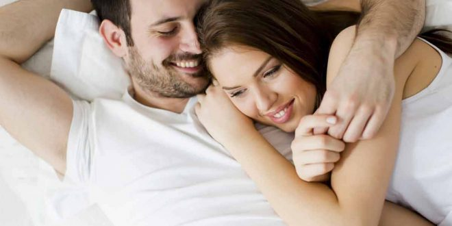 صورة الرومانسية في الفراش , العشق بين الازواج