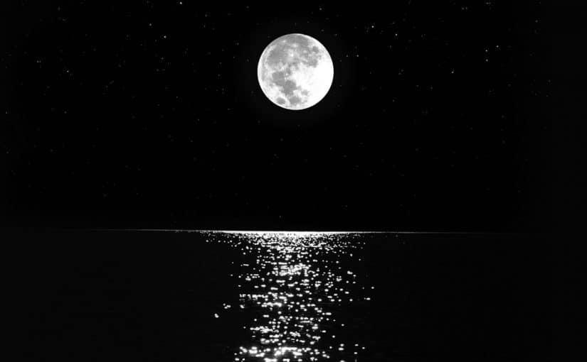 قصة خيالية عن القمر دموع جذابة